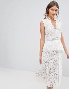 Кружевное платье с оборками True Decadence - Белый