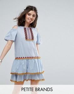Платье мини с вырезами на плечах и помпонами Glamorous Petite - Синий