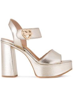 босоножки на массивных каблуках Love Moschino