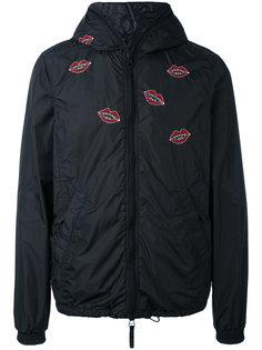 куртка с вышивкой губ Jimi Roos x Duvetica Kiss  Duvetica