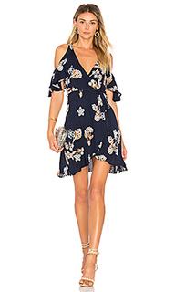 Платье с запахом и открытыми плечами - J.O.A.