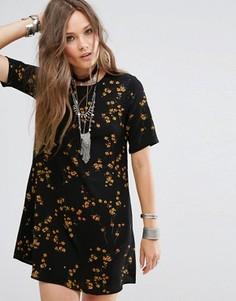Чайное платье с цветочным принтом Glamorous - Черный