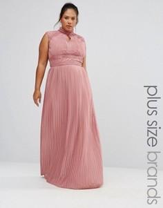 Плиссированное платье макси с кружевной отделкой TFNC Plus Wedding - Розовый