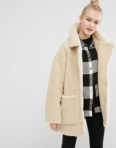 Куртка из искусственной овчины Monki - Кремовый