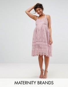 Платье миди из кроше на бретелях Chi Chi London Maternity - Розовый