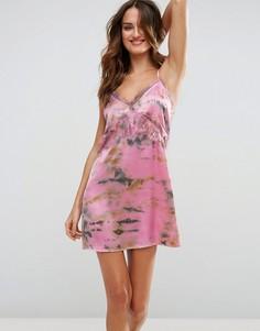 Пляжное платье на бретельках с кружевной отделкой и принтом тай-дай ASOS - Розовый