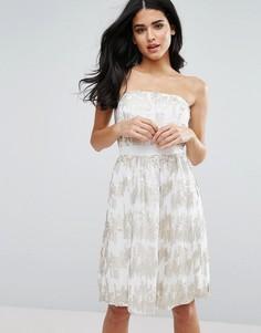 Приталенное платье-бандо со свободной юбкой и пайетками Little Mistress - Кремовый
