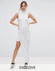 Плиссированное платье макси с высоким воротом Club L - Серебряный