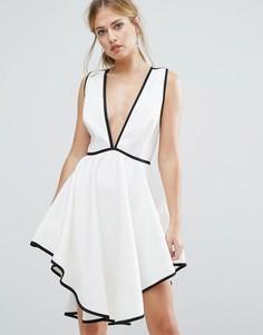 Платье с глубоким вырезом и асимметричным подолом Finders Asher - Белый