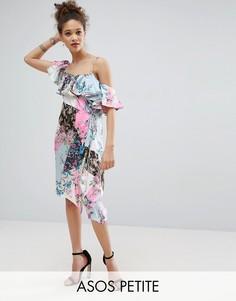 Платье на одно плечо с оборкой и цветочным принтом ASOS PETITE - Мульти