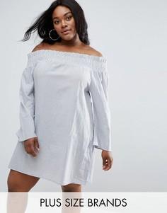 Платье в полоску с открытыми плечами Boohoo Plus - Синий