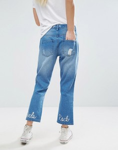 Укороченные джинсы с рваной отделкой и вышитой надписью Girls Rock Daisy Street - Синий