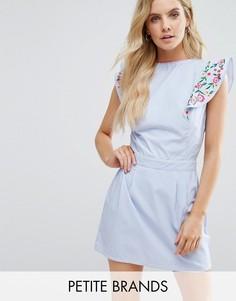 Короткое приталенное платье с вышивкой на оборках Boohoo Petite - Синий