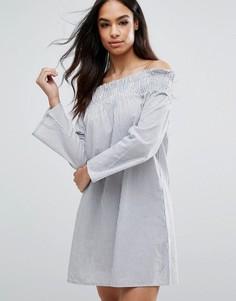 Платье в полоску с открытыми плечами Boohoo - Синий