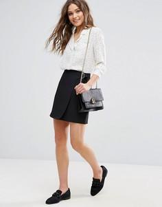 Мини-юбка с запахом и D-образной пряжкой New Look - Черный