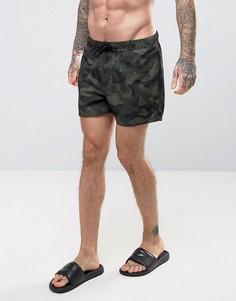 Короткие шорты для плавания с камуфляжным принтом ASOS - Зеленый