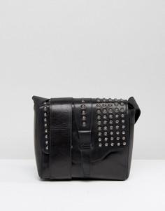 Черная кожаная фестивальная сумка через плечо с заклепками на клапане Urbancode - Черный