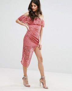 Асимметричное кружевное платье с вырезом лодочкой Club L - Розовый