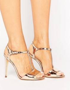 Босоножки на каблуке цвета металлик с Т-образным ремешком New Look - Розовый
