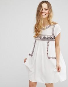 Платье с короткими рукавами и вышивкой Brave Soul - Кремовый