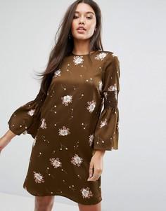 Платье с длинными расклешенными рукавами Y.A.S - Коричневый