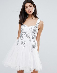 Короткое приталенное платье с цветочной отделкой Little Mistress - Белый