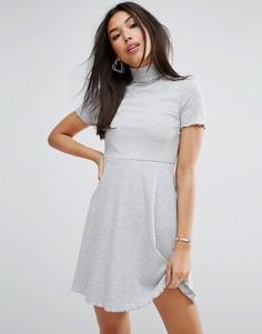 Короткое приталенное платье мини в рубчик с высоким воротом ASOS - Серый