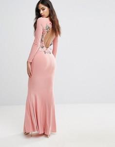 Платье макси с длинными рукавами и вышивкой цветов сзади Club L - Розовый