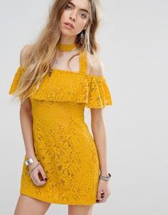 Кружевное платье с открытыми плечами и оборкой Minkpink Beauty And The Beast - Желтый