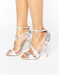 Босоножки на каблуке с эффектом металлик и бабочками Miss KG Giselle - Серебряный