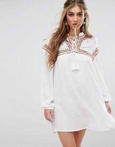 Свободное платье с вышивкой и завязками Missguided - Белый