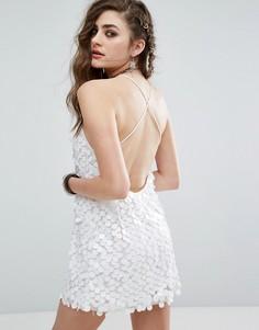 Платье-майка с завязками накрест на спине и отделкой пайетками Motel - Белый