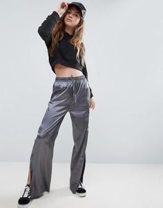 Атласные спортивные брюки с широкими штанинами и разрезами по бокам ASOS Premium - Мульти
