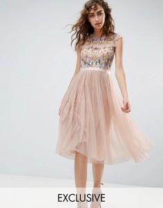 Приталенное платье миди с цветочной вышивкой Needle and Thread - Розовый