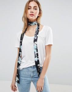 Черный узкий шарф с цветочным принтом ASOS - Черный