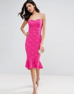 Кружевное платье-бандо миди с баской ASOS - Розовый