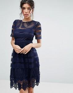 Короткое приталенное кружевное двухслойное платье Love Triangle - Темно-синий