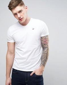 Белая узкая футболка с V-образным вырезом и логотипом-чайкой Hollister - Белый