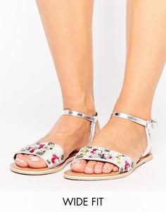 Кожаные сандалии для широкой стопы с декоративной отделкой ASOS FIZZY - Серебряный