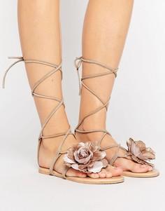 Замшевые сандалии с цветком и завязкой ASOS FIDDLY - Бежевый