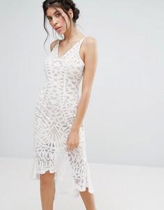 Кружевное облегающее платье с баской по низу Love Triangle - Белый