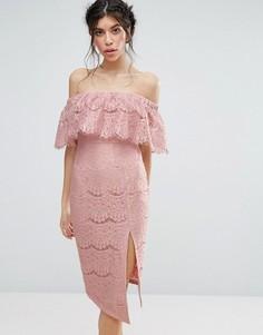 Кружевное платье с открытыми плечами и высоким разрезом Love Triangle - Розовый