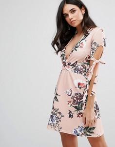 Чайное платье с глубоким вырезом и цветочным принтом Oh My Love - Розовый