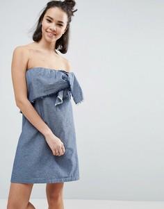 Выбеленное синее джинсовое платье без бретелей с декоративным узлом ASOS - Синий