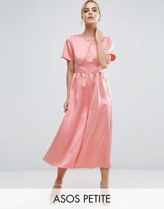Чайный комбинезон из матовой атласной ткани ASOS PETITE - Розовый