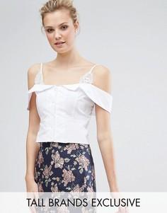 Топ с открытыми плечами, пуговицами и кружевными вставками Fashion Union Tall - Белый