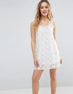 Цельнокройное платье с фактурным цветочным узором Jasmine - Белый