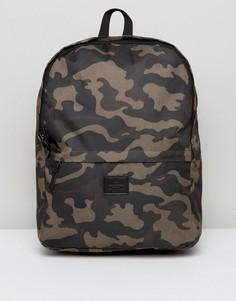 Рюкзак с камуфляжным принтом ASOS - Зеленый