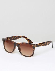 Квадратные солнцезащитные очки в коричневой оправе D-Struct - Коричневый