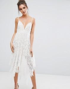 Кружевное платье миди с глубоким вырезом Boohoo - Белый